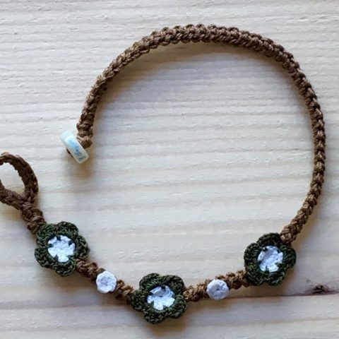 Braunes Armband mit Blume Olive Grün