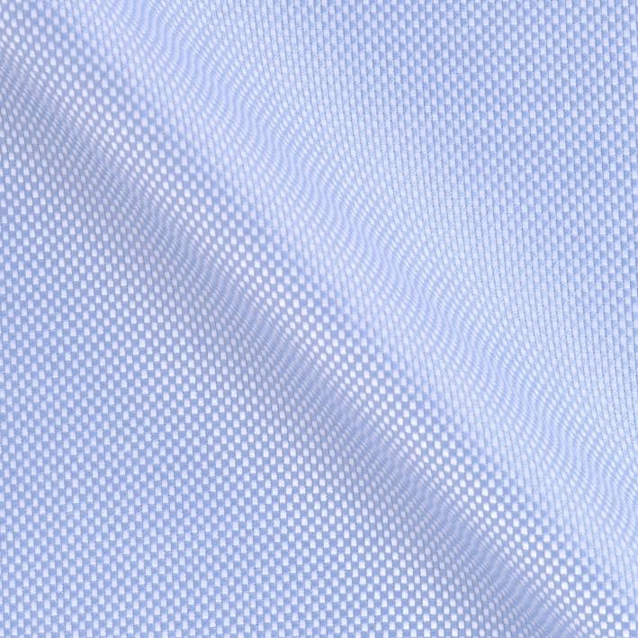 Hochwertige blaue Oxford Hemden für Männer zeichnen sich ausserdem durch die makellose Verarbeitung aus.