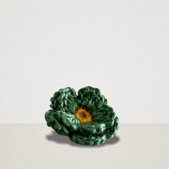 Teegrüne Ansteckblume mit Kupfer Blüte